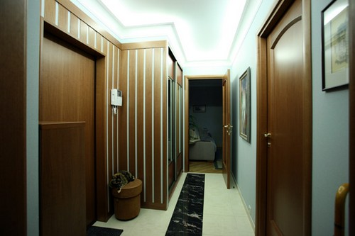 Дизайн узкого и длинного коридора в квартире