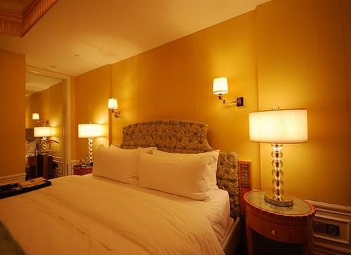 Настольные лампы и светильники для спальни