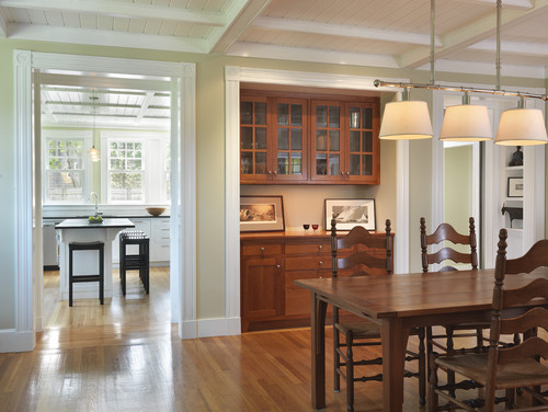 Деревянный кухонный буфет