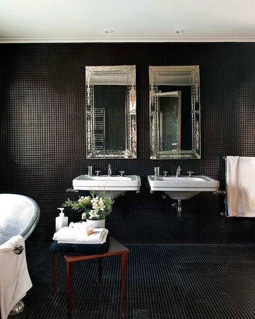 Умывальники, мебель и зеркала для черной ванной комнаты
