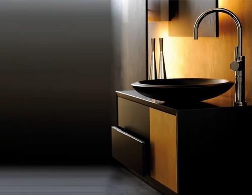 Ванная комната в черных и желтых тонах