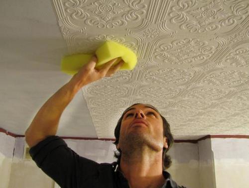 Как клеить обои на потолок фото