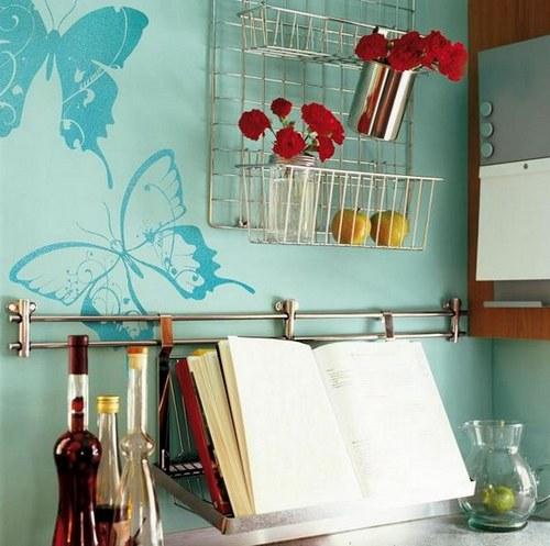 Декор стен кухни бабочками