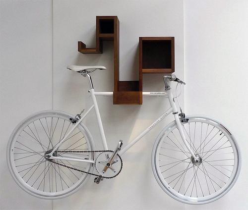 Как повесить велосипед на стену в квартире фото