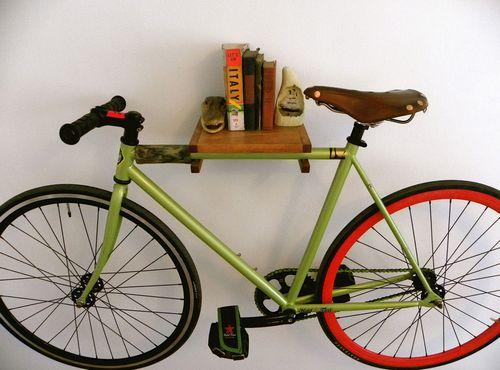Деревянная полка с креплением для велосипеда