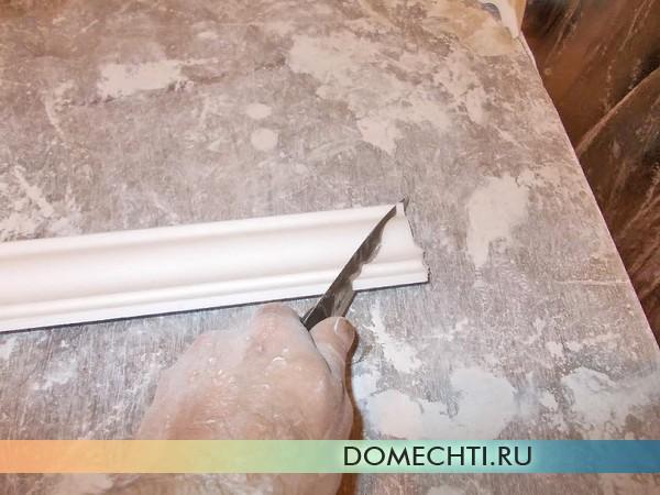 Как правильно резать потолочный багет
