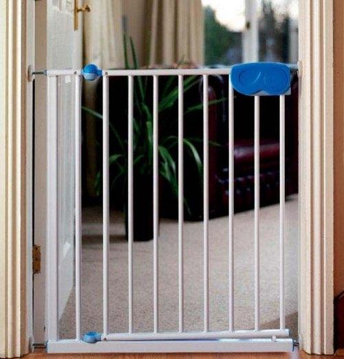 Защитный барьер в дверь на балкон