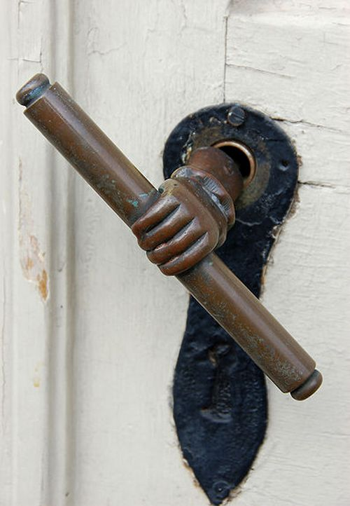 Оригинальные дверные ручки для входных дверей