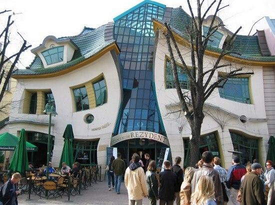 Кривой дом в польском городе Сопот фото