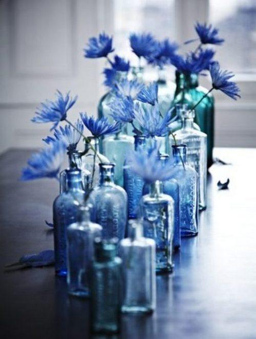 Цветы в стеклянных бутылках фото