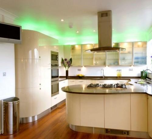 Красивая светодиодная подсветка рабочей зоны кухни