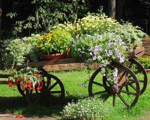 Телега цветник для сада фото