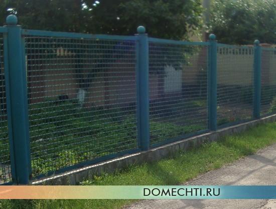 Забор на дачу из металлической сетки