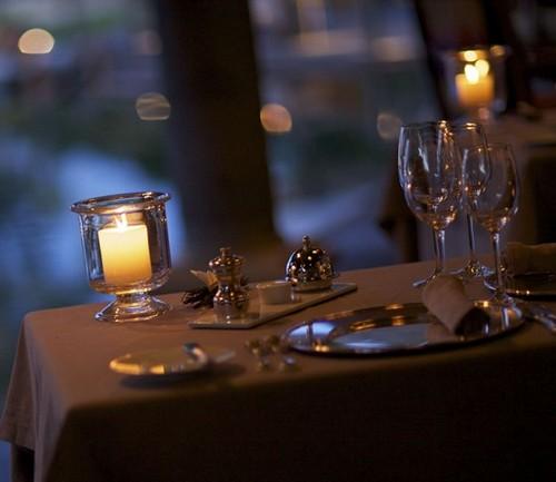 Стол для романтического ужина фото