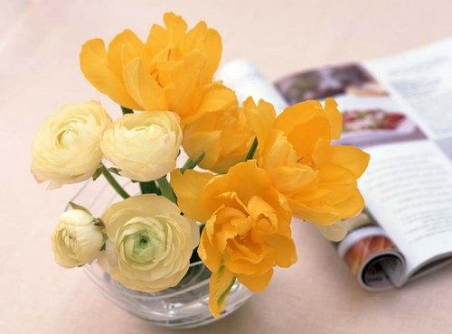 Цветы в стеклянной посуде фото
