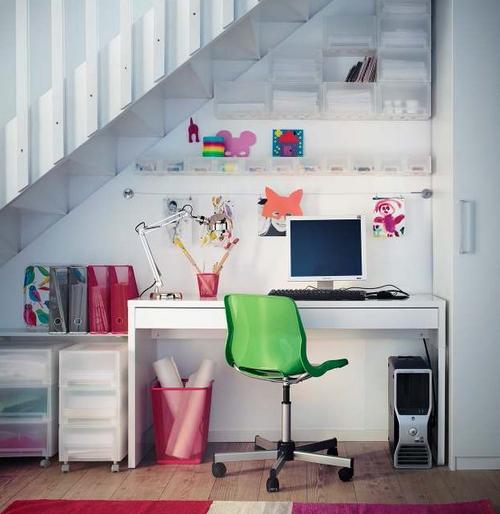 Рабочее место под лестницей фото