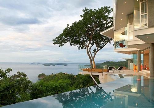 Дом на берегу фото