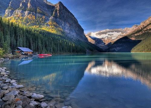 Дом мечты на берегу озера в горах