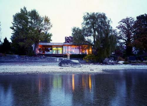 Дом у реки фото