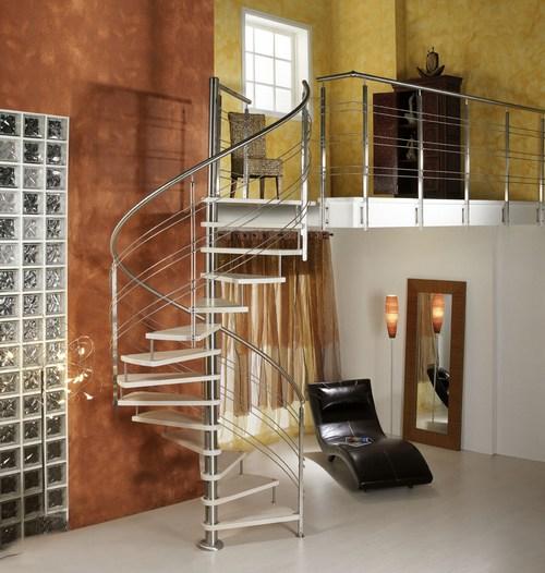 Винтовая лестница в современном интерьере