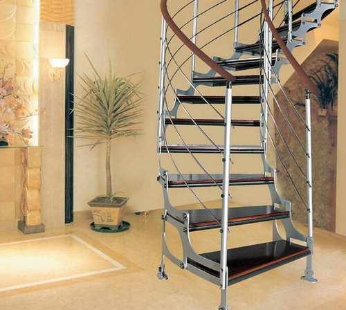 Преимущества и недостатки стальных лестниц