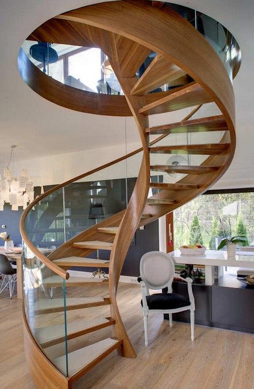 Винтовые лестницы из дерева и стекла