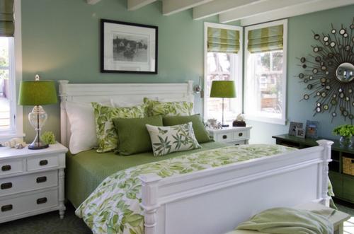Бело-зеленая спальня фото