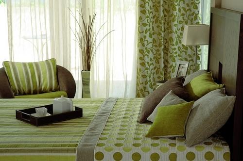 Спальня в зеленых тонах фото