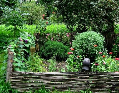 огород в деревенском стиле