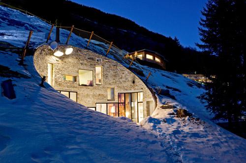 Домик в горах зимой - вилла Vals