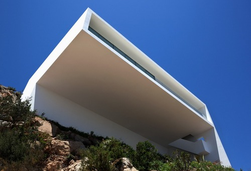 Дом над скалой фото