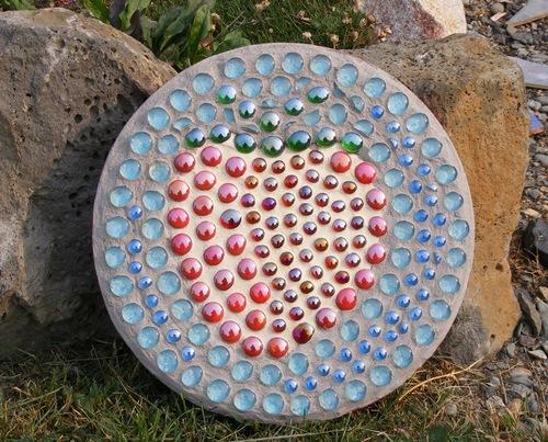 Поделки из бутылок стеклянных своими руками для сада и огорода фото 728