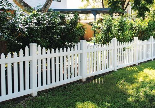 Белый пластиковый забор фото