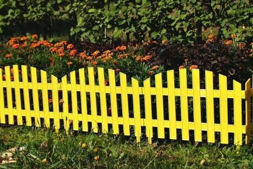 Пластиковый забор для клумбы