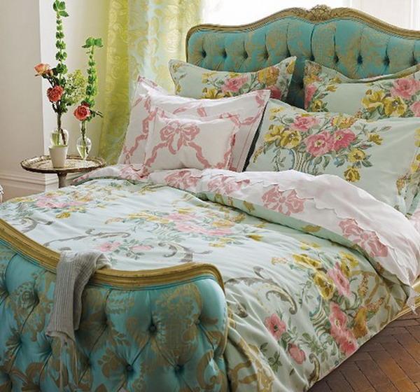 Мягкое изголовье кровати бирюзового цвета