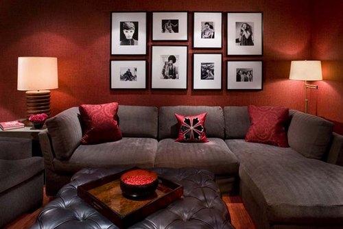 бордовый цвет в интерьере гостиной