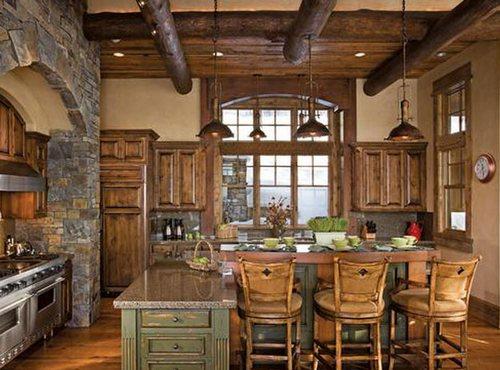 Кухня с балками на потолке в деревенском стиле