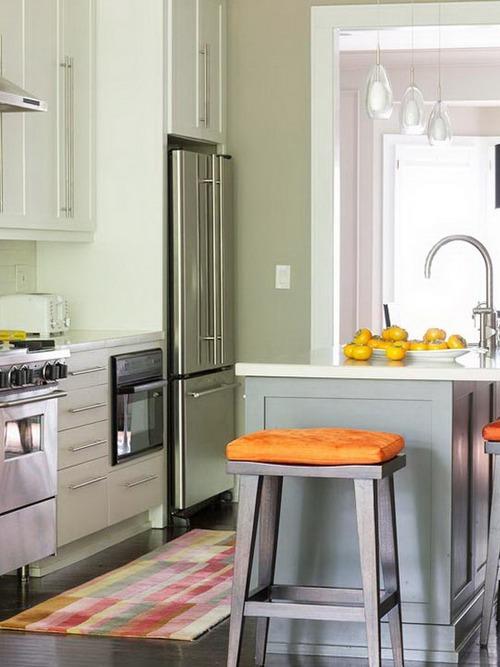 Приглушенный фисташковый цвет стен в интерьере кухни