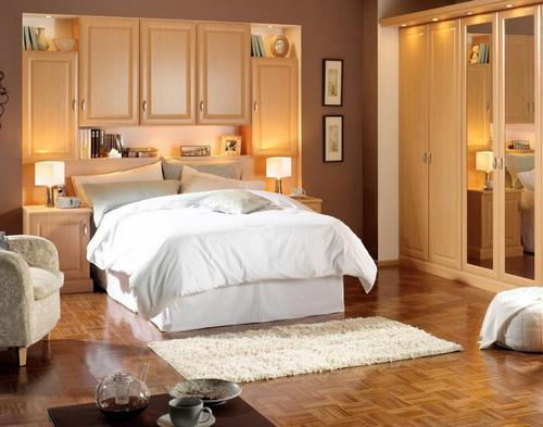 Мягкий коврик возле кровати