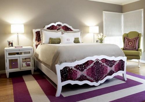 Прикроватный ковер в интерьере спальни
