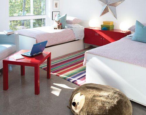 Вязаные прикроватные коврики в полосатый узор