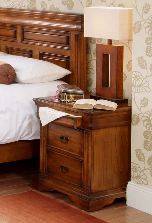 Originalne lampe u spavaćoj sobi na noćnom stolu