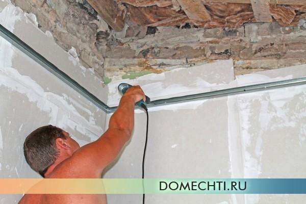 как можно выровнять потолок