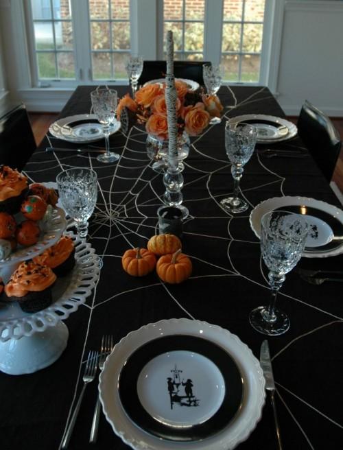Праздничная скатерть на Хэллоуин с паутиной