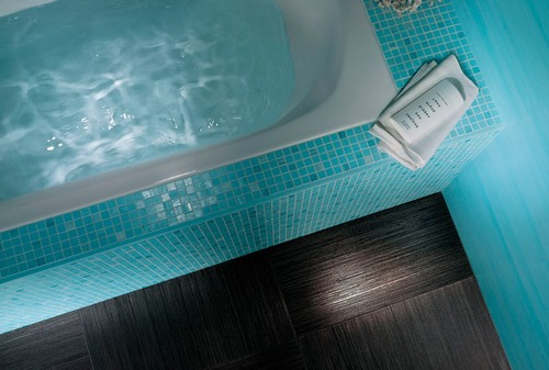 Плитка мозаика для ванной цвета морской волны