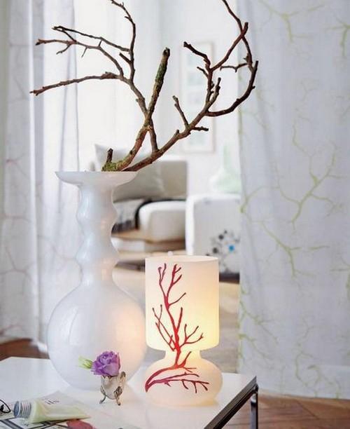 Веточки деревьев в вазе