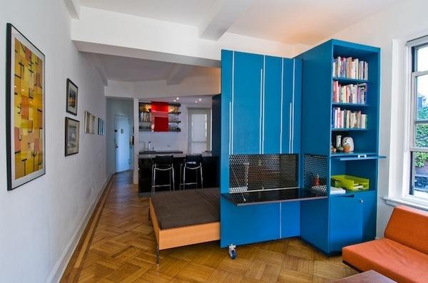 Шкаф-перегородка в квартире студии