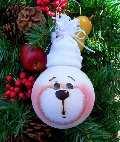 Декор из лампочки на елку