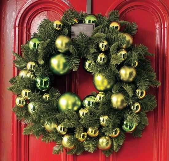 Рождественский венок для украшения дома фото