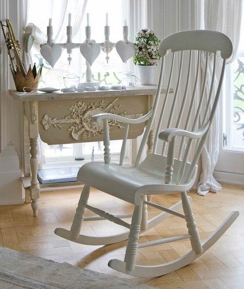 Кресло качалка белого цвета